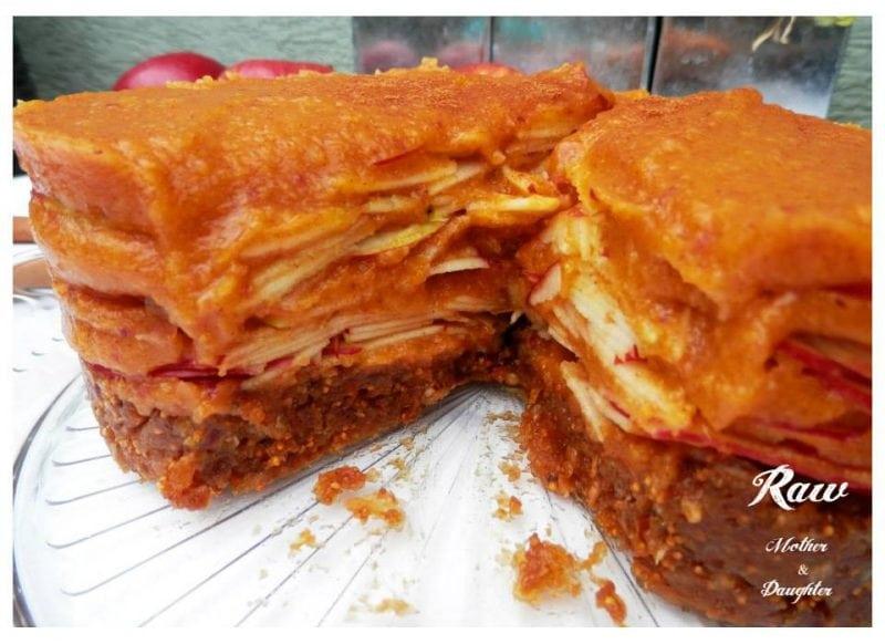 raw jablková torta so škoricou