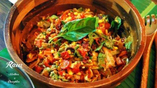 zeleninový šalát s rajčinovým dressingom