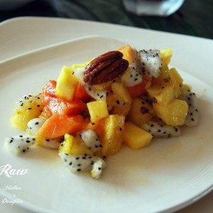 ovocný šalát s ananásom a papájou