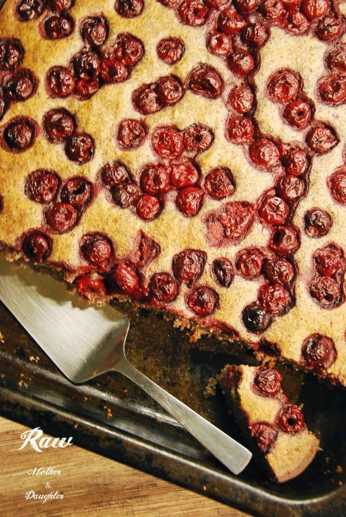 vegan višňový koláč s makom