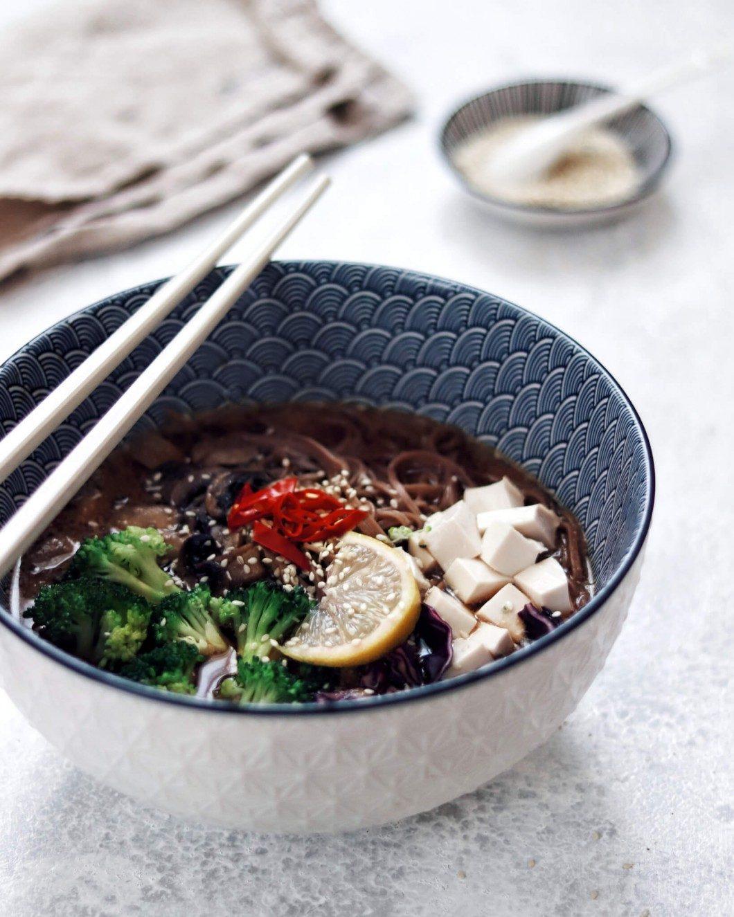 miso polievka so soba rezancami a silken tofu