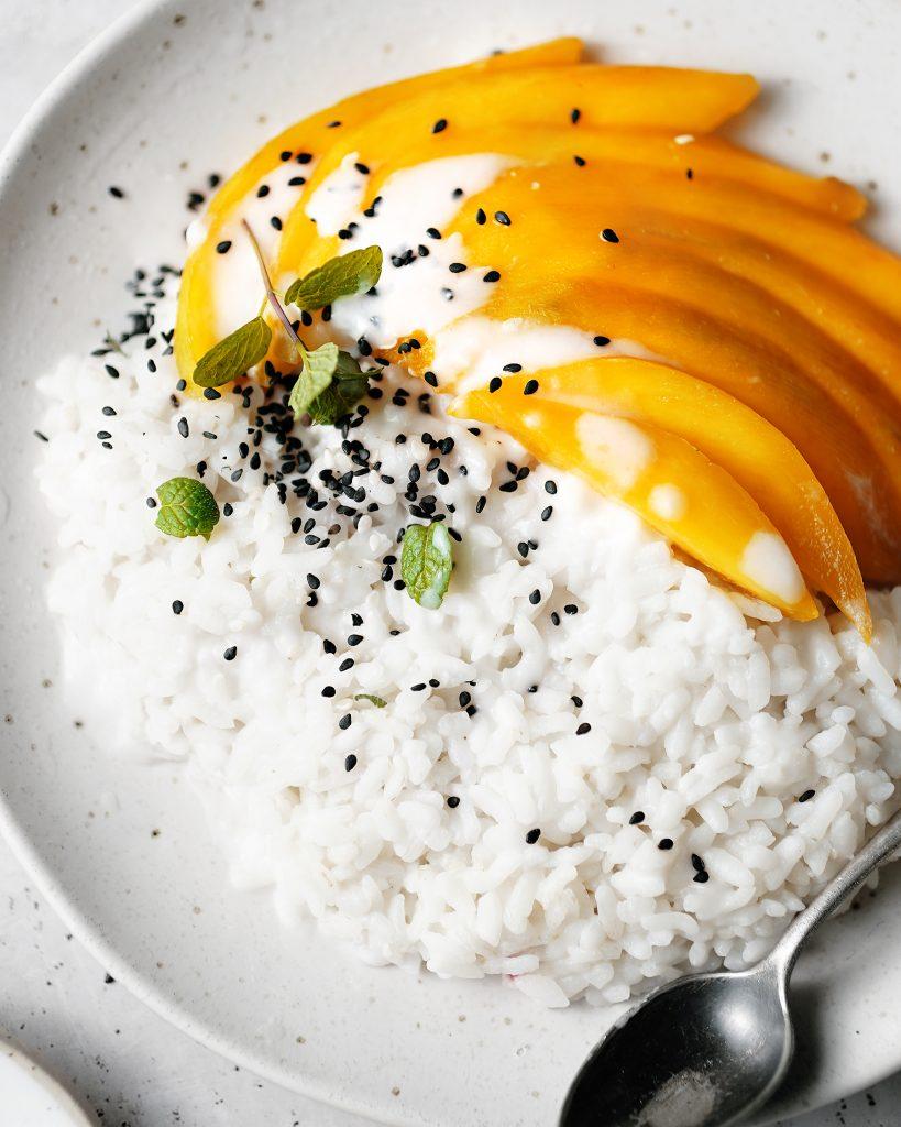 Thajský ryžový dezert s mandom