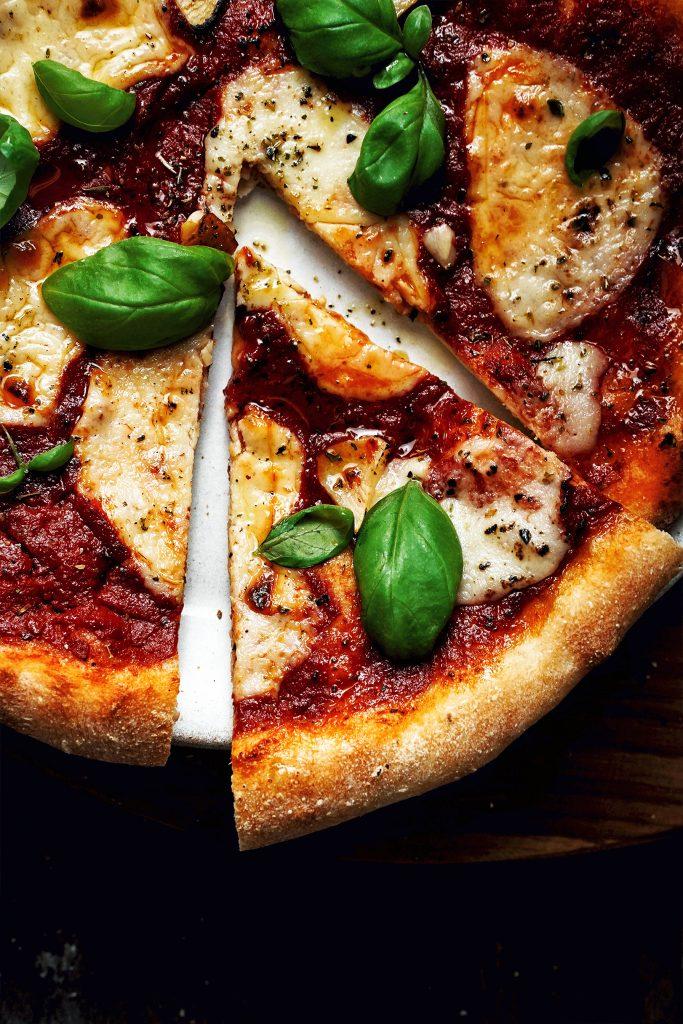 vegánska pizza margherita s mozzarellou