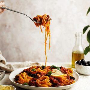 Vegan špagety puttanesca