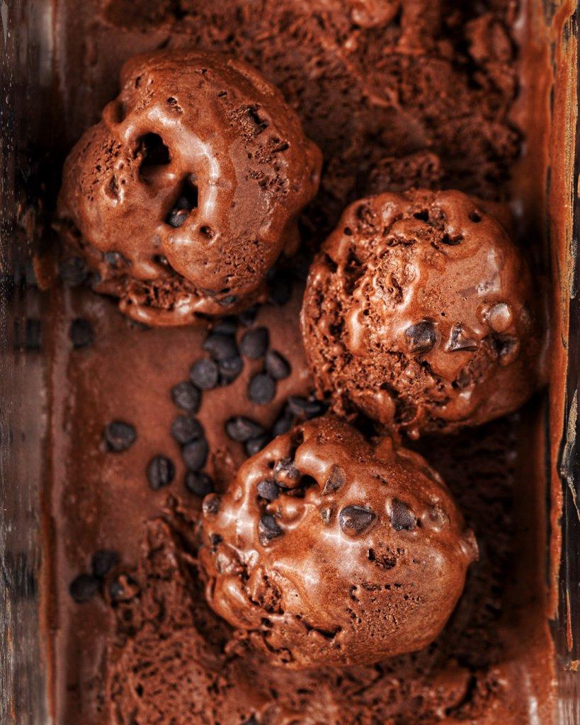 vegánska čokoládová zmrzlina