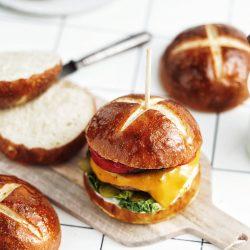 Vegan hamburgerové žemle - Domáce praclíkové žemle