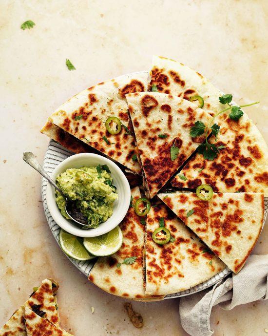 Vegan quesadilla s hlivou a čiernou fazuľou