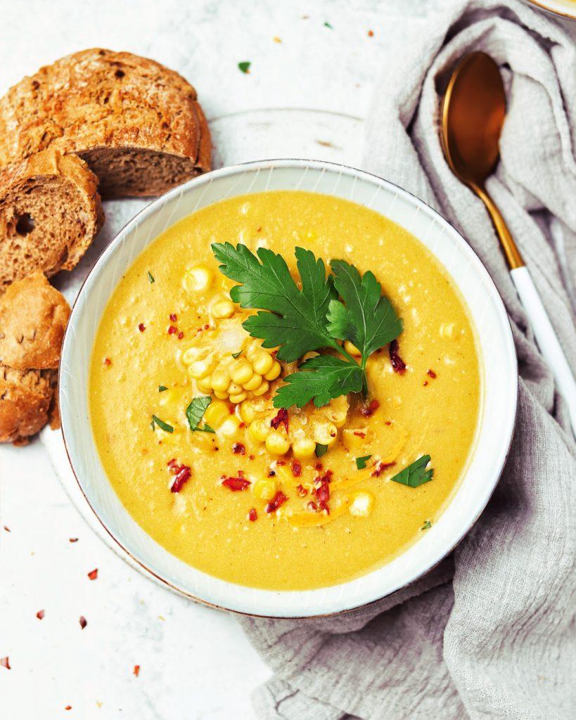 vegan kukuričná polievka s čili a sójovou smotanou Alpro